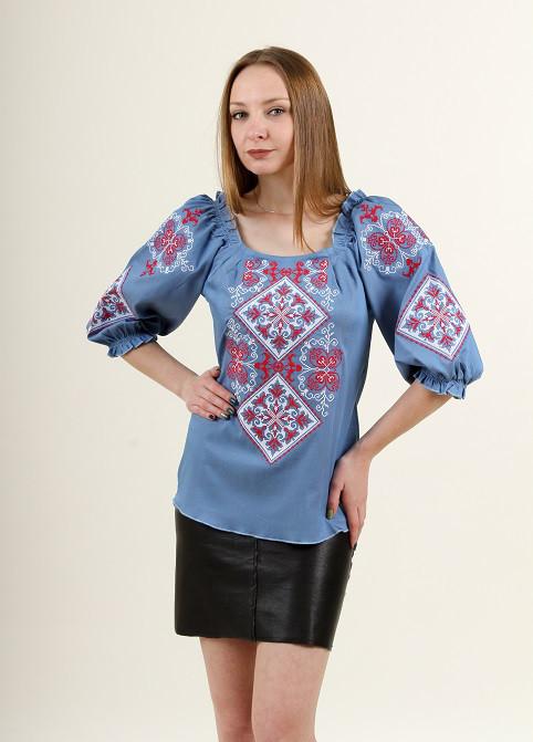 Праздничная женская блуза с красно-серым орнаментом