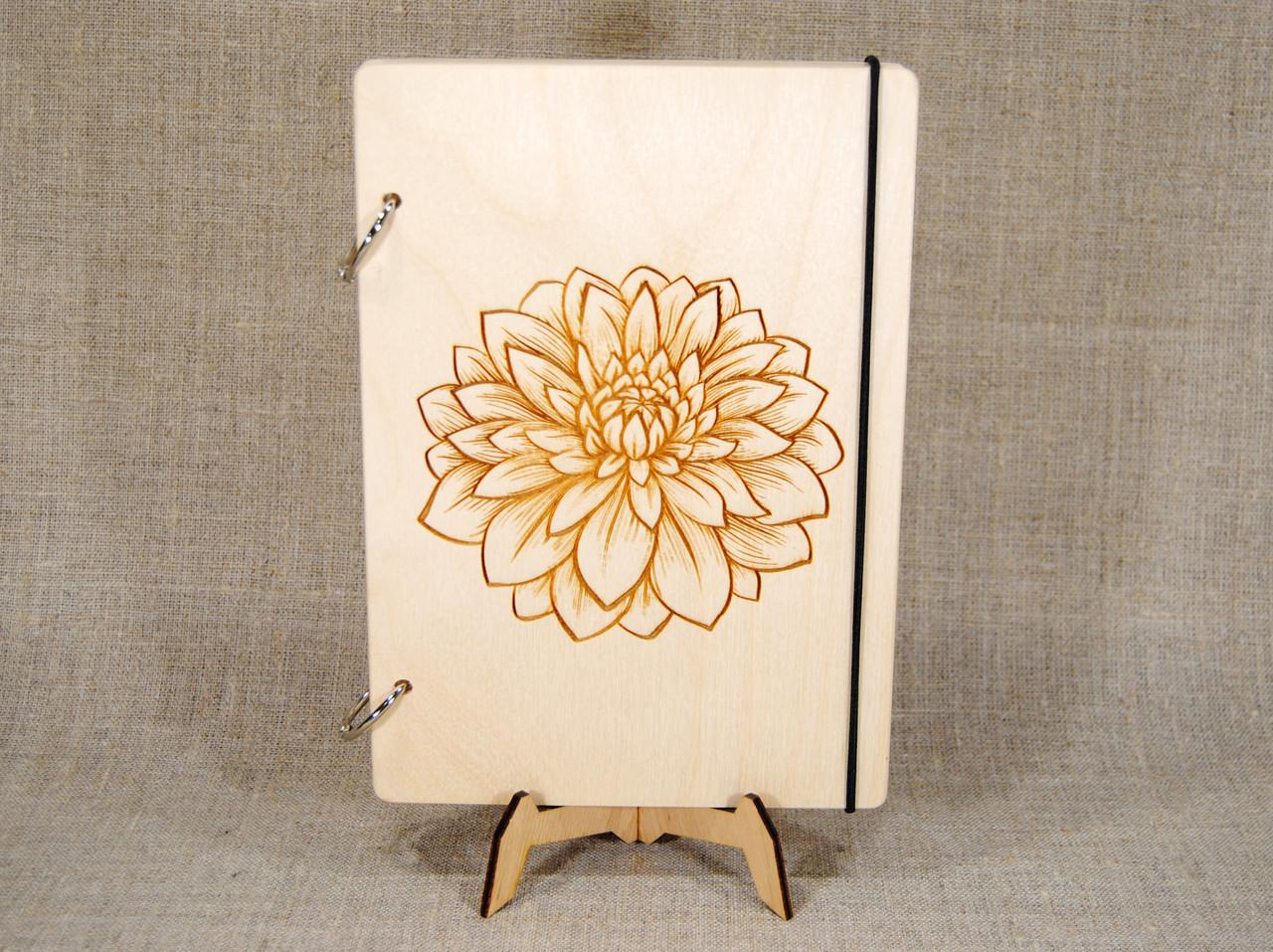 Скетчбук A5. Блокнот с деревянной обложкой с цветком