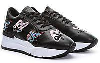 Модные черные женские кроссовки с бабочками