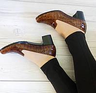 Лаковые туфли на широком каблуке