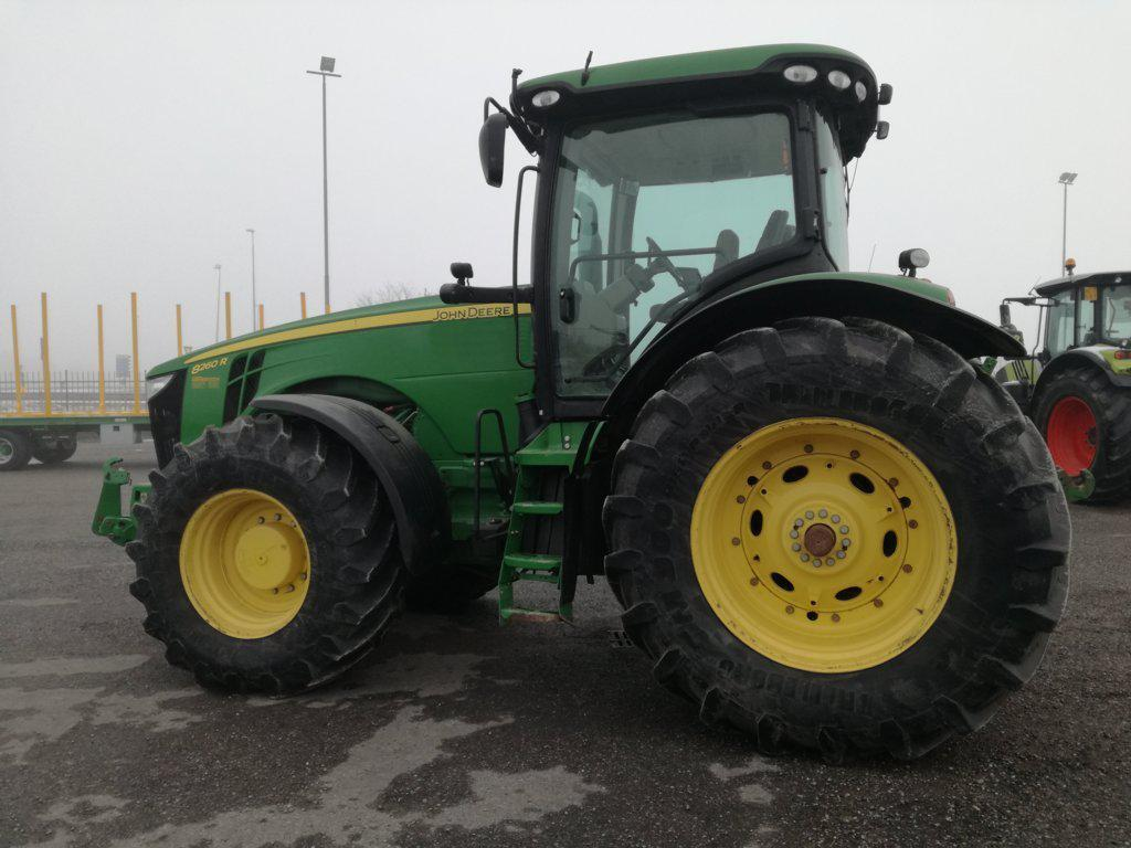 Трактор John Deere 8260 R 2013 года, фото 1