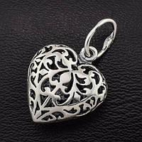 Как придать образу загадочности с помощью серебряного кулона?