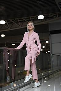 Женский костюм свободного кроя с карманами