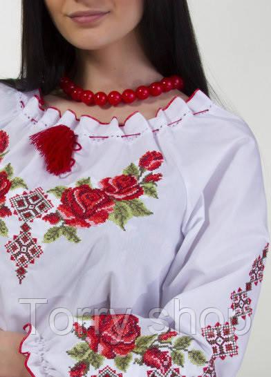 Вышитая женская сорочка крестиком