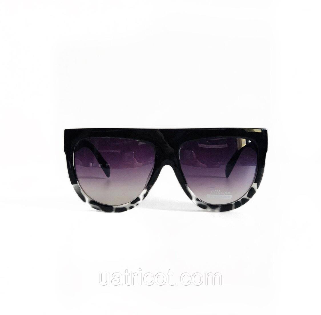 Женские солнцезащитные очки маска в чёрной оправе с лавандовыми линзами