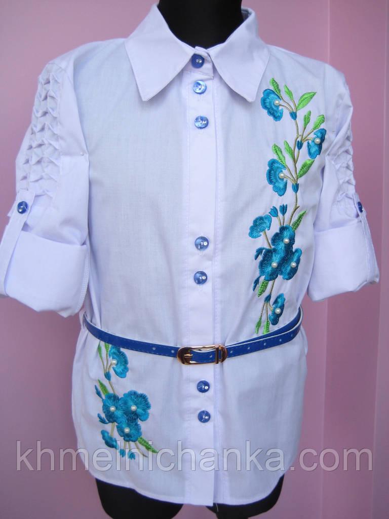 """Школьная блузка с вышивкой """"Сакура"""" для девочки с голубым поясом"""
