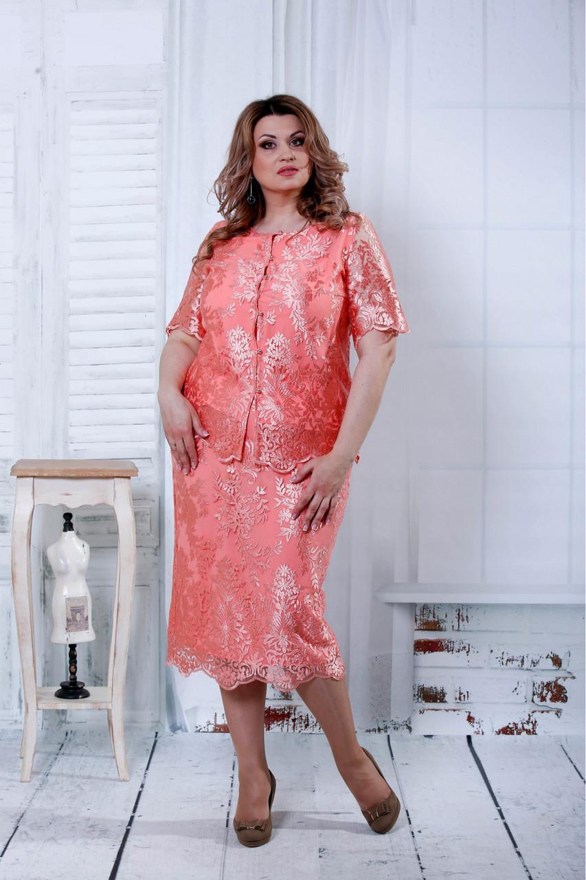 Красивый розовый костюм для полных женщин