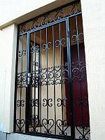 Кованые решетки на двери