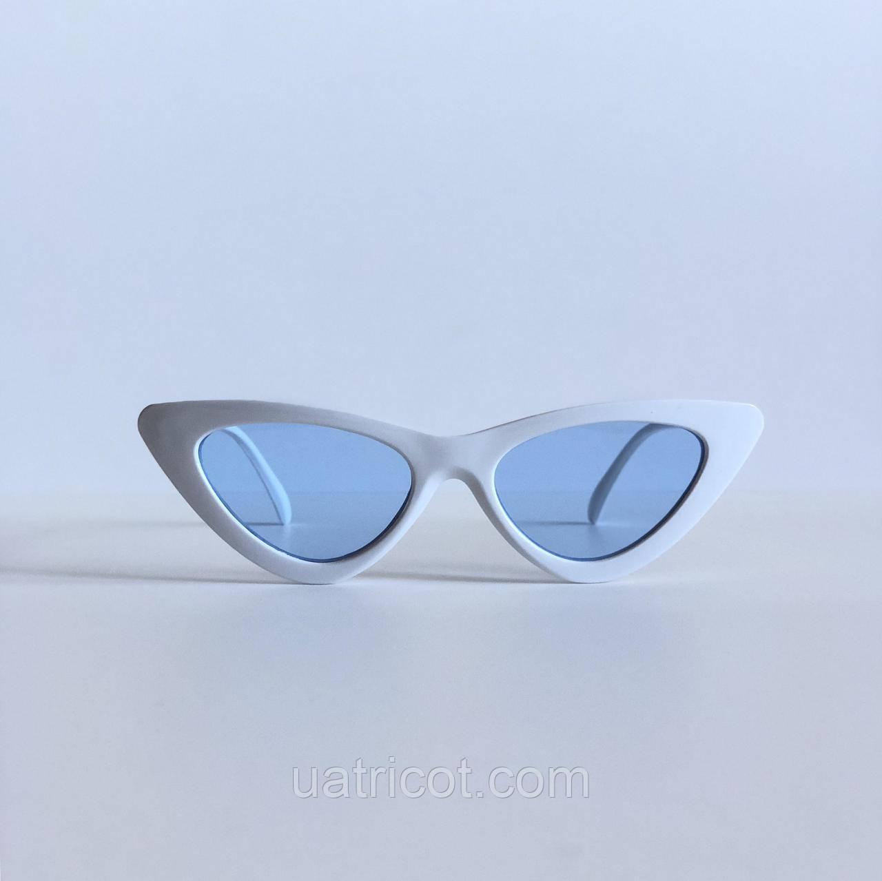 Женские солнцезащитные очки кошки в белой оправе с голубыми линзами