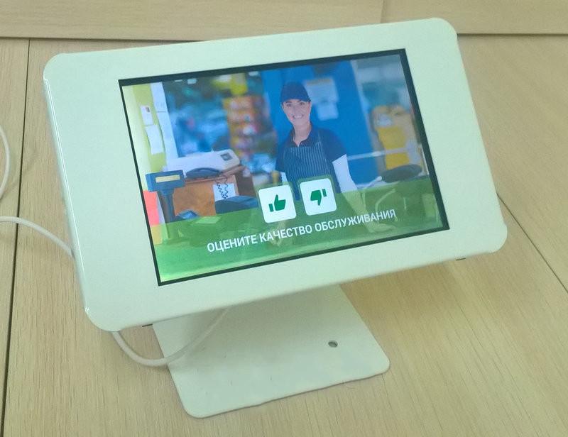 Настольный рекламный экран на планшете