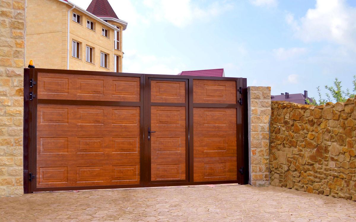 Распашные ворота Alutech ADS400 2500x2200 заполнение сэндвич-панель филенка