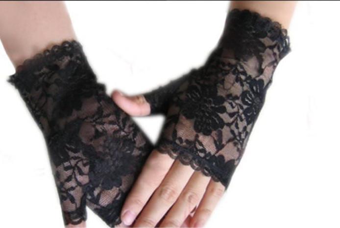 Перчатки короткие открытые варежка с кружевом  Черные