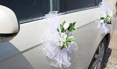 Цветы на ручки свадебного автомобиля