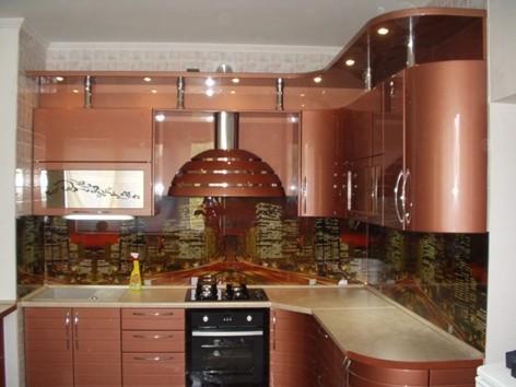 Кухни с аэрографией на рабочей панели.