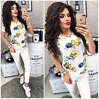 Белая футболка с цветочным рисунком