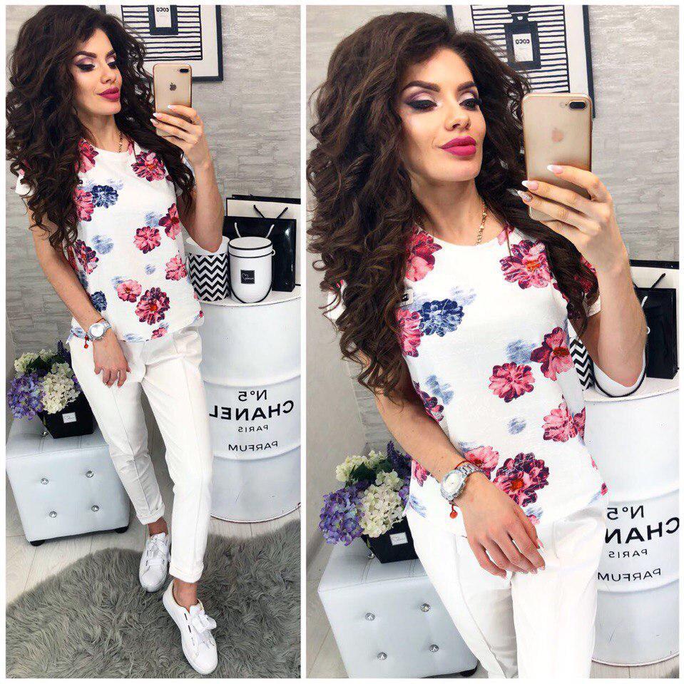 Эффектная белая футболка с розовыми цветами