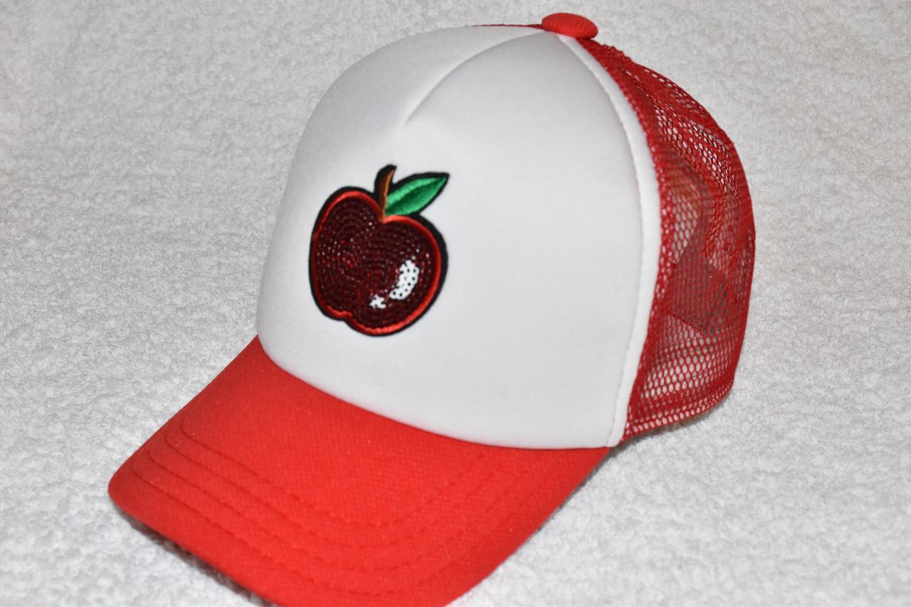 Кепка красная с пайетками яблоко