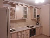Кухня класическая с пленочными фасадами