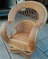 Кресло плетеное с оригинальным дизайном