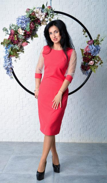 Элегантное платье футляр малинового цвета