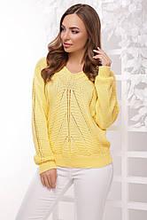 Яркий женский вязаный свитер с ажурным узором лимонный