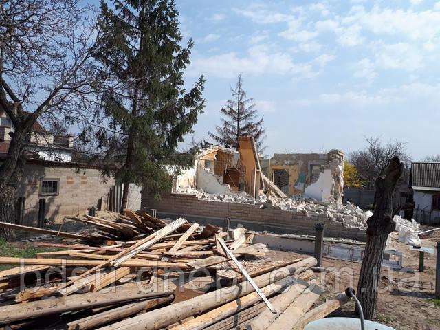 Снос кирпичного дома с разборкой его на части, фото отложенных досок