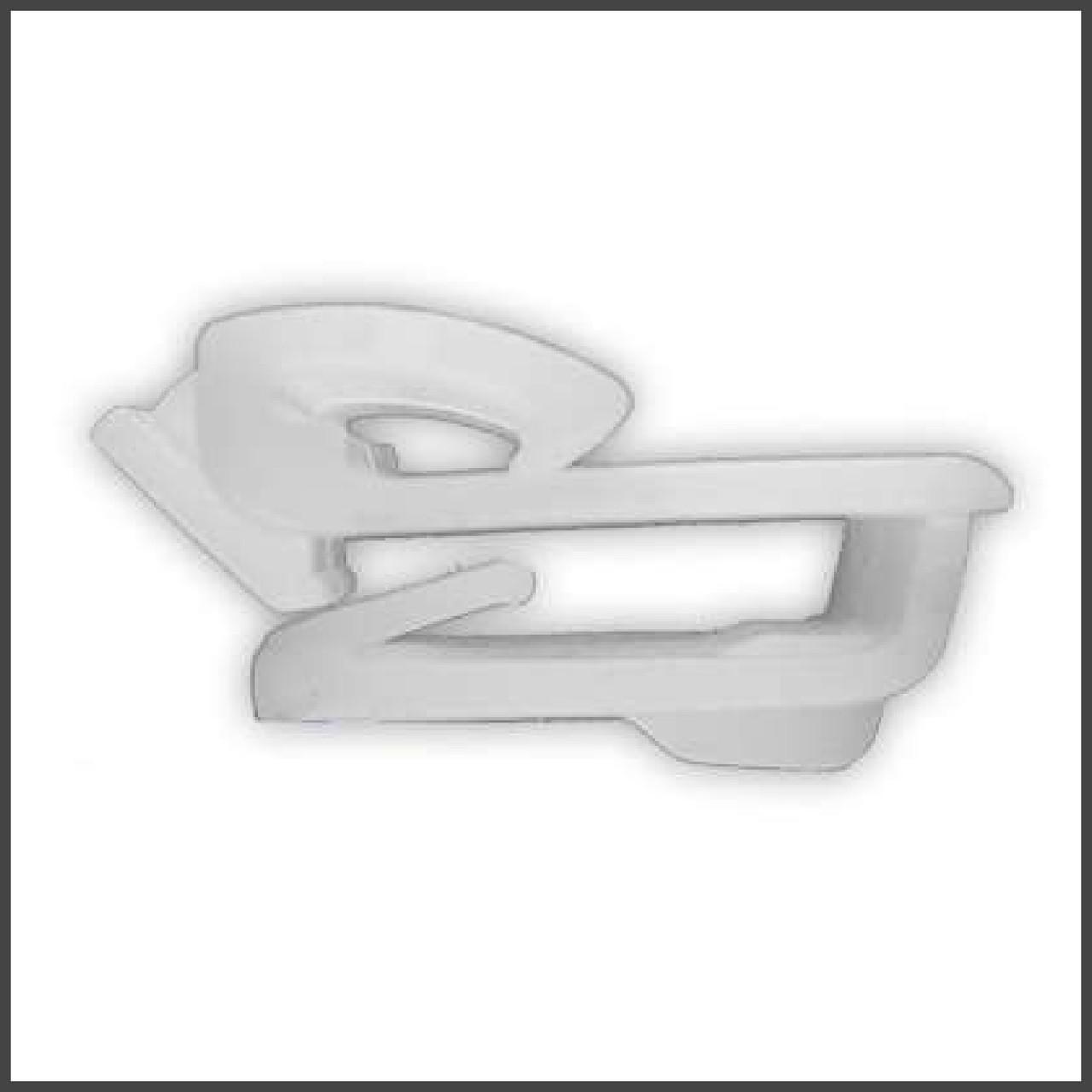 Фигурное крепление молдингов стекла Hyundai H-100. ОЕМ: 8221243000, 82212-43000