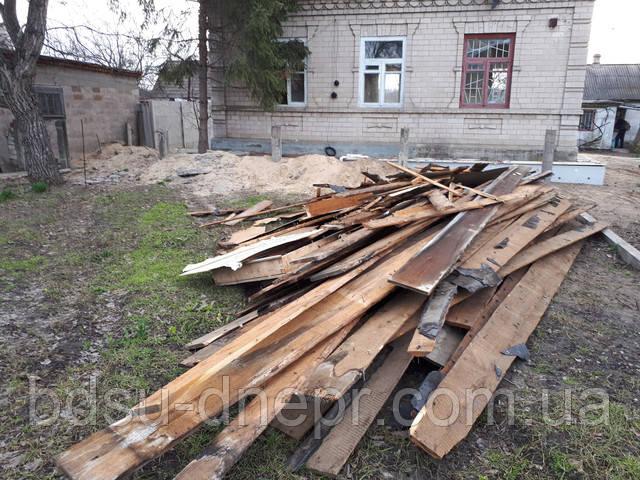 Снос кирпичного дома с деревянным полом