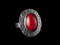 Женское кольцо с красным камнем