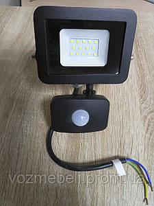 Прожектор светодиодный с датчиком движения