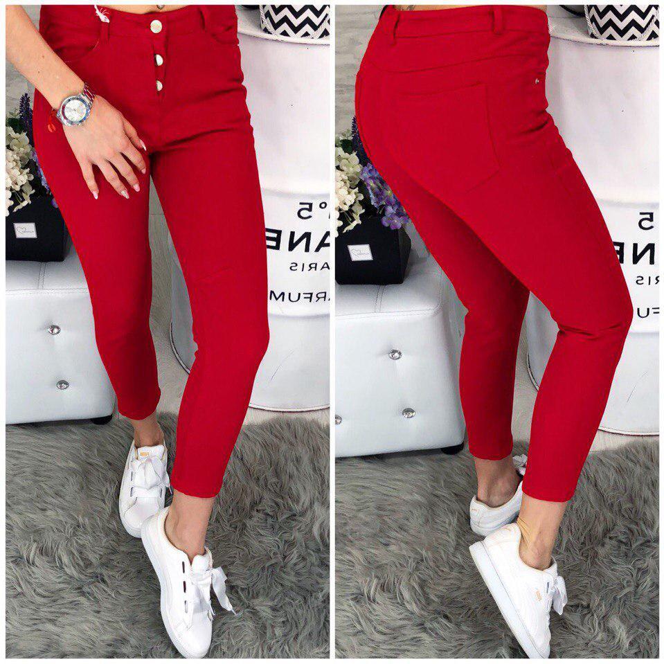 Стильные джинсы красного цвета