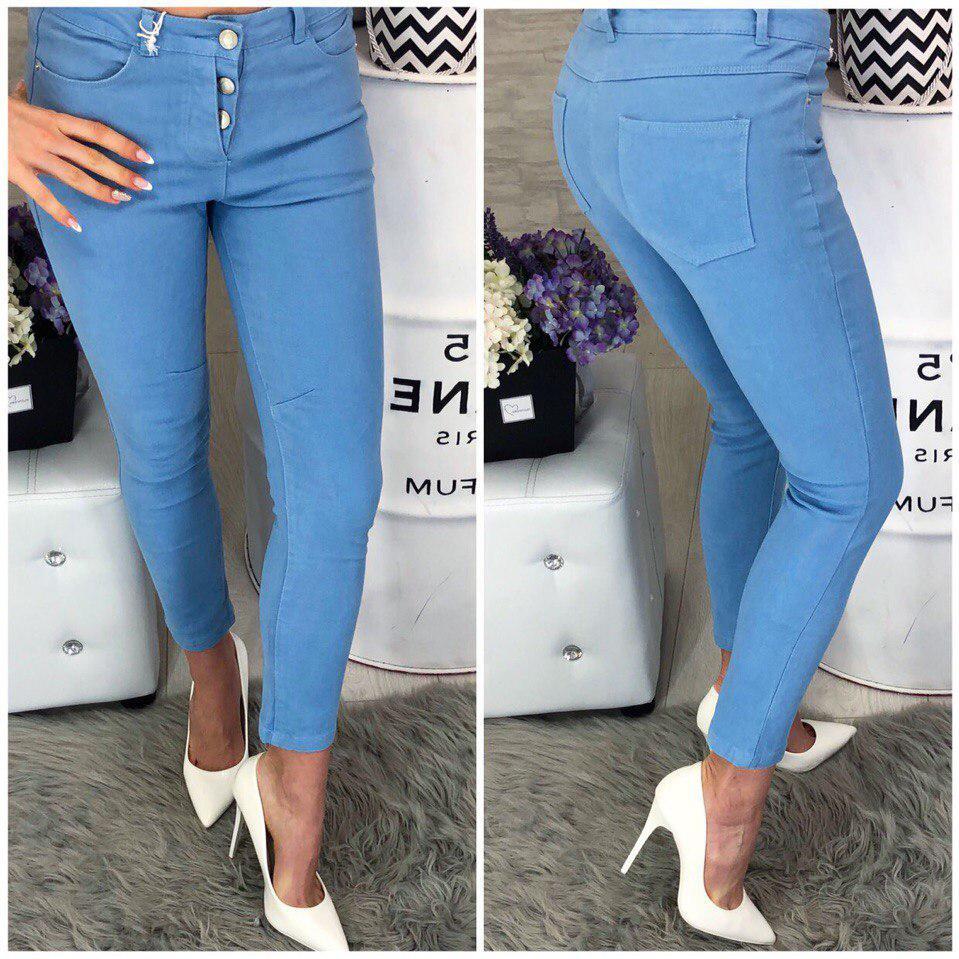 Красивые летние джинсы голубого цвета