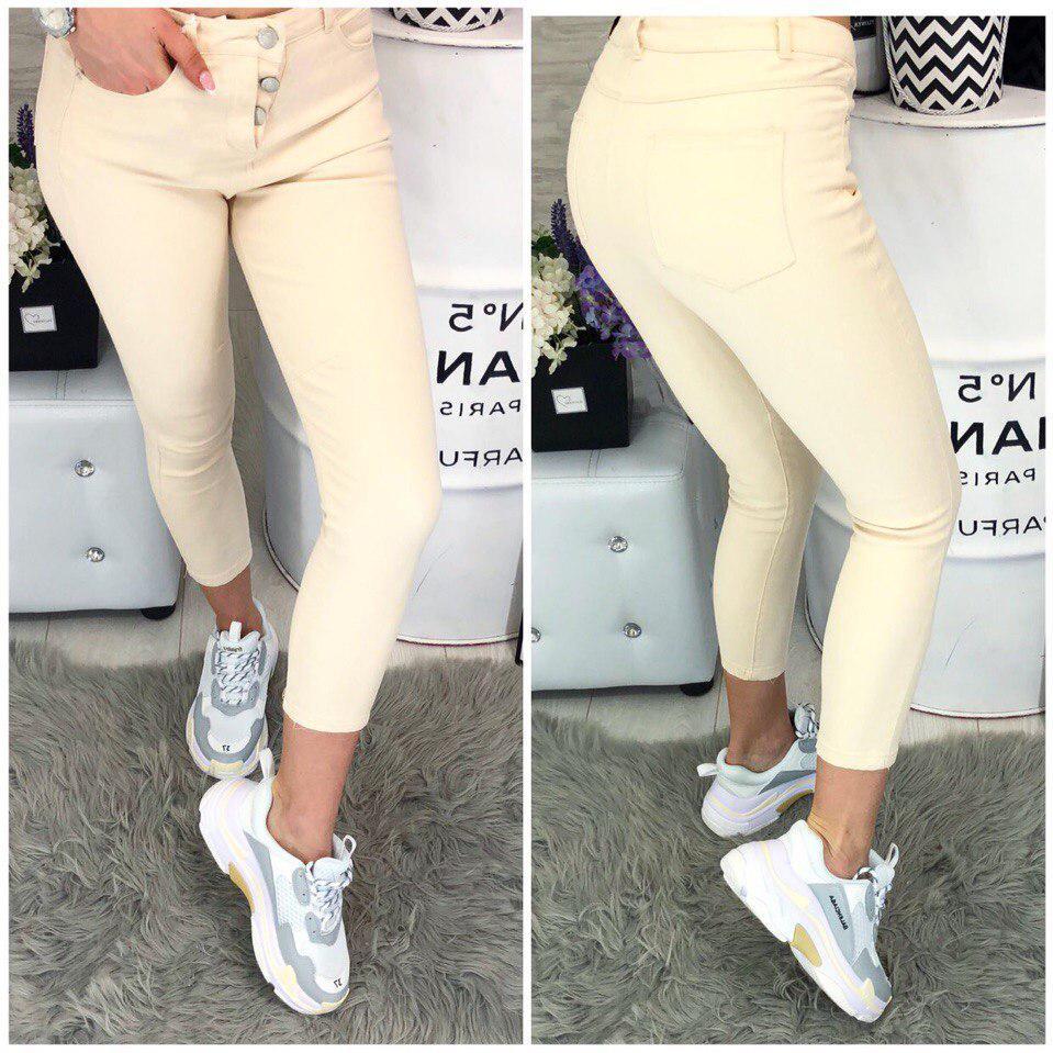 Модные светлые летние джинсы