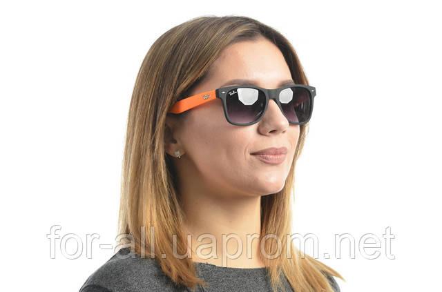 Фото модных солнцезащитных очков Wayfarer 2140c29