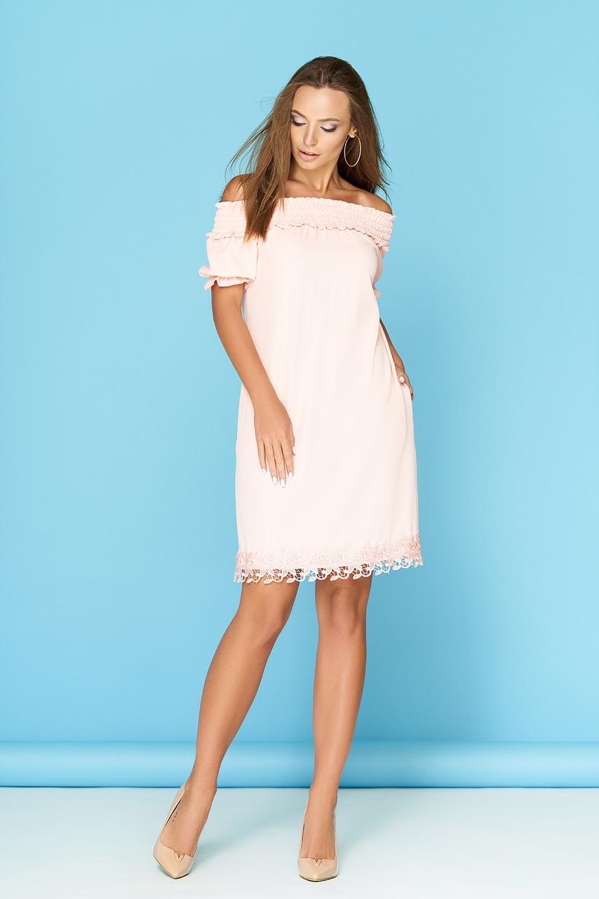 Летнее платье на резинке средней длины светлый персик