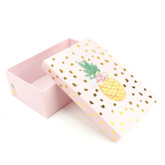 Розовая подарочная коробка Ананасик