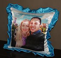 Подушка с  голубыми рюшками