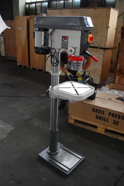 Підлоговий свердлильний верстат FDB Maschinen Drilling 32