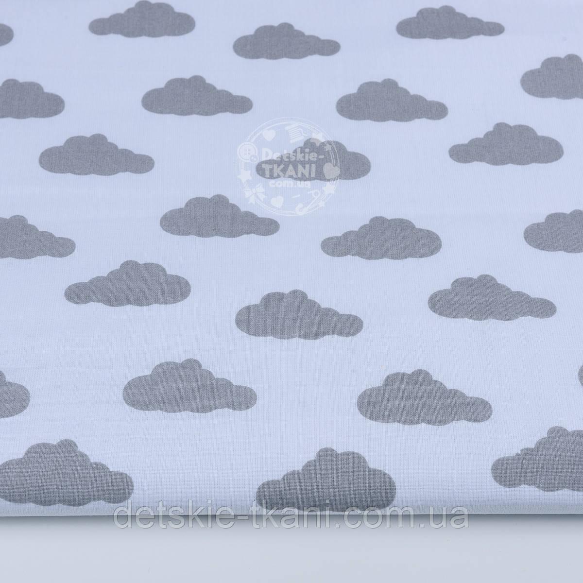 Бязь с одинаковыми серыми облаками на белом фоне (№838).