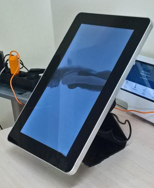 Рекламный экран 13.3 дюймов с операционной системой Android. Тач экран