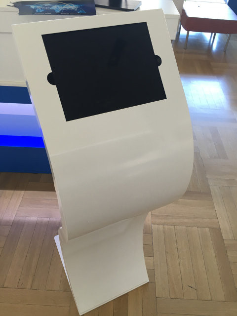Напольная информационная стойка для планшета Ipad Pro 12.9