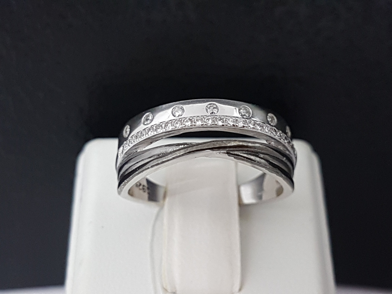 Серебряное кольцо с фианитами. Артикул TR10174 17,8