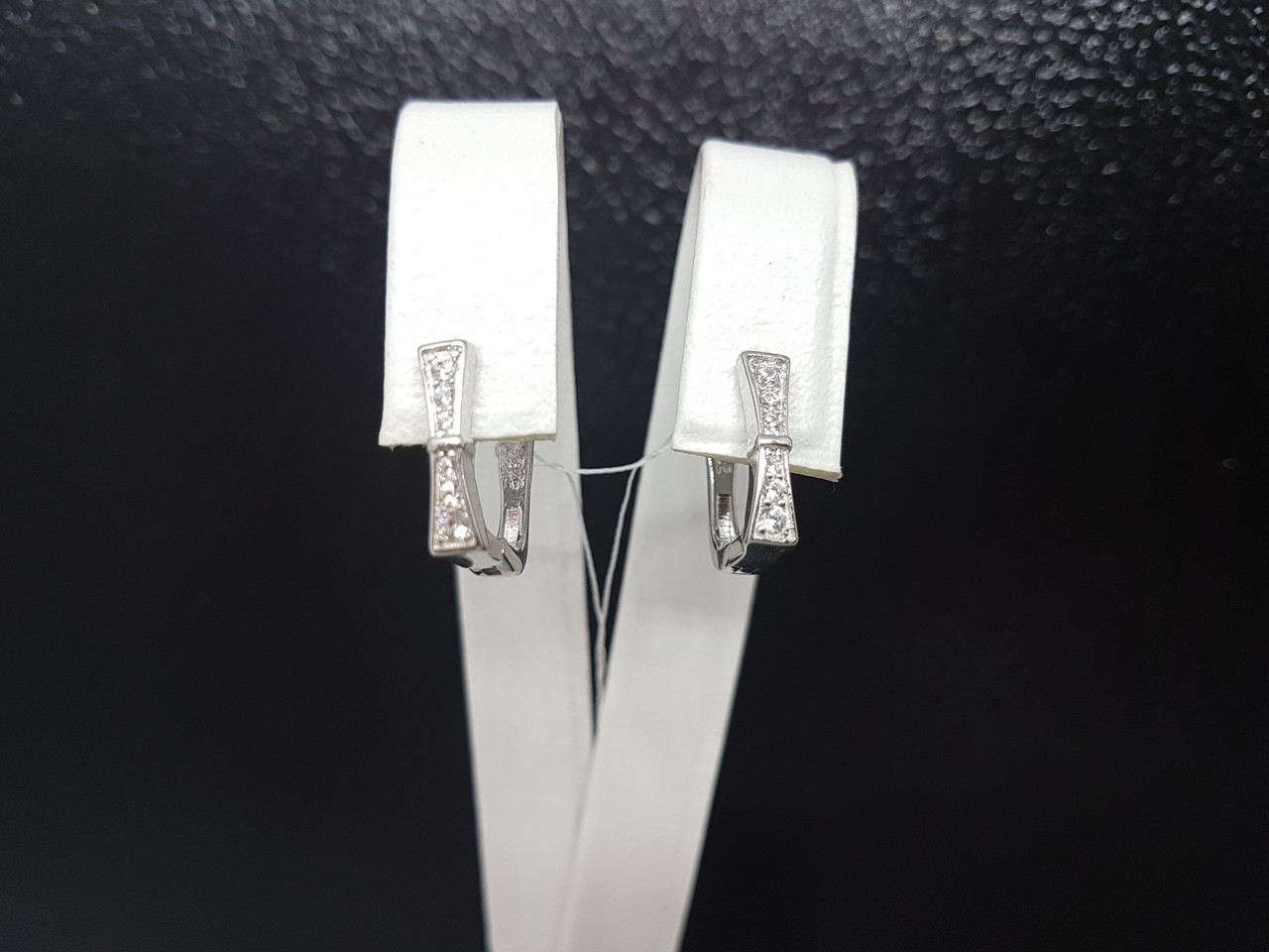 Серебряные серьги с фианитами. Артикул GE4111