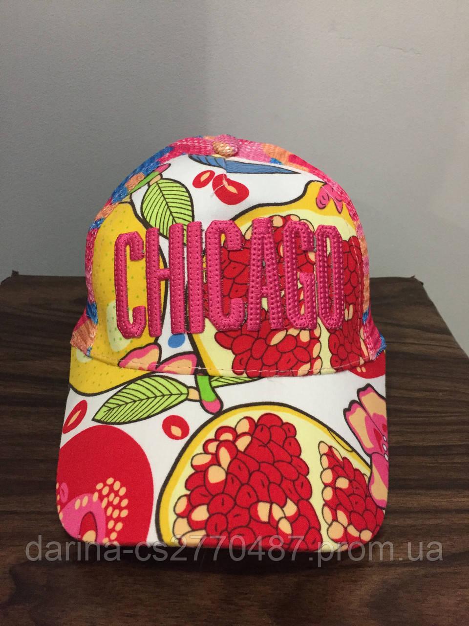 Яркая кепка для девочки