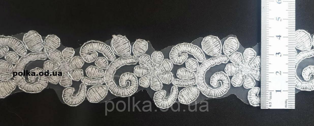 Кружево стабильное, цвет белый с серебром, ширина 4см