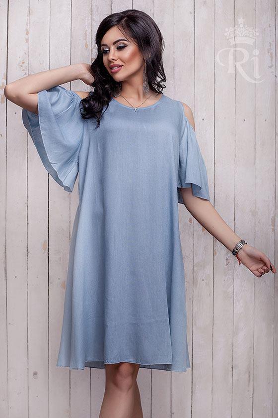 Летнее женское платье с открытыми плечами