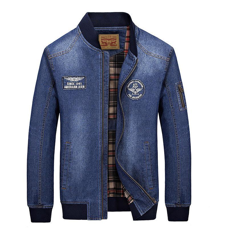 Модная мужская джинсовая куртка с воротником-стойкой.