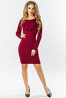 Бордовое обтягивающее платье с рюшами