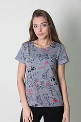 Женская хлопковая футболка серого цвета с модным принтом