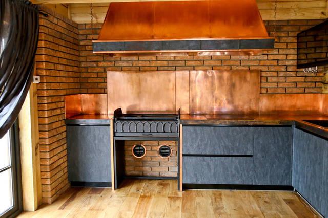 Отделка медью: кухонная вытяжка, рабочая поверхность - столешница, задние панели,  раковина.